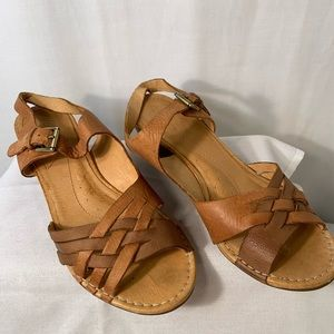 Universal thread mules Naya leather wedge shoes